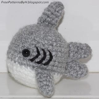 SharkAmigurumiWithText