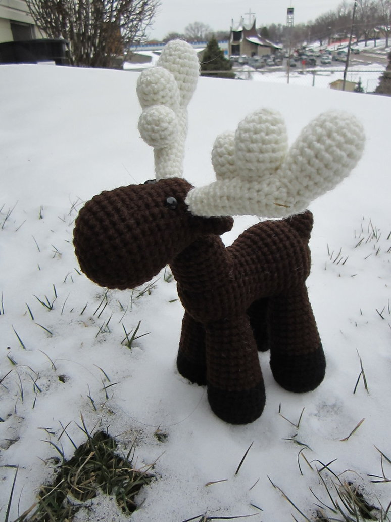 crocheted_moose_number_2_by_aphid777-d5tl06m